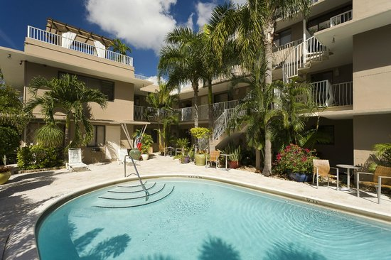 Granada Inn: OUR RELAXING TROPICAL PARADISE POOL AREA