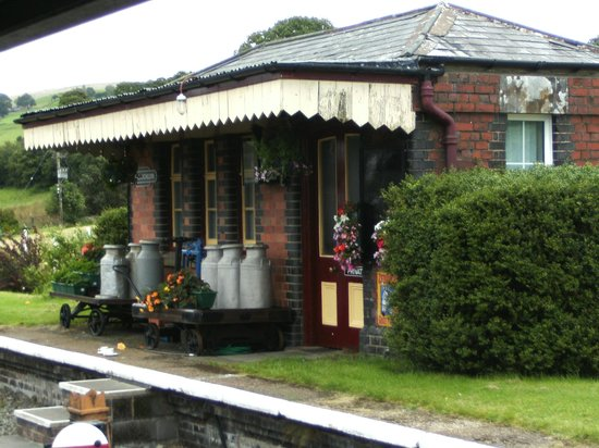 Bala Lake Railway: Railway buildings.