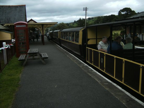 Bala Lake Railway: Open and covered coaches.