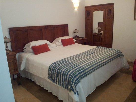 Hotel Tiana: Cama habitacion cat. superior