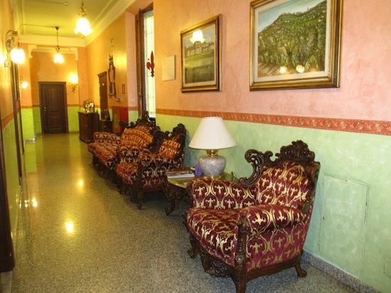 Hotel Desiree : hallway