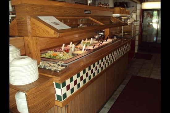 Family Table Itailian American Grill & Pizza: Freshest Salad Bar in town