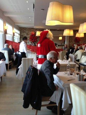 Hotel Le Castel Ac'h :                   repas de Noël!!!!! et même un père Noël....