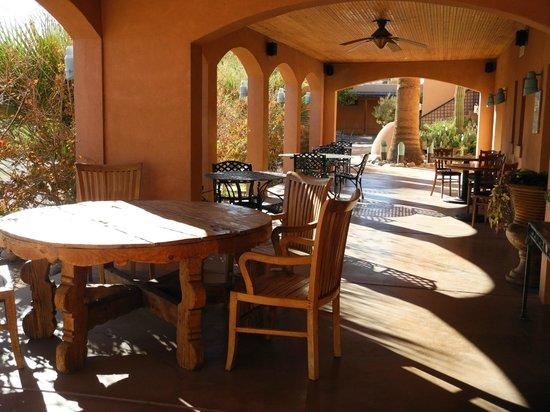 Sierra Grande Lodge & Spa: Front Hotel Patio