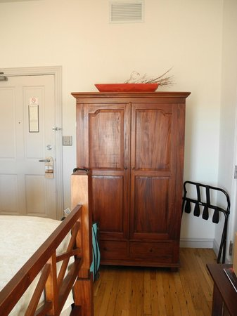 Sierra Grande Lodge & Spa : Armoire, not closet