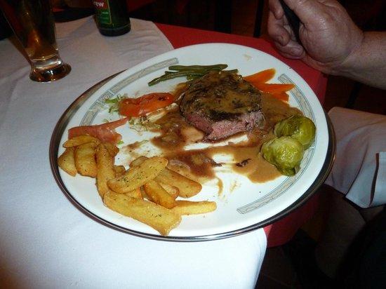 Scala Restaurant: steak, medium done with chips