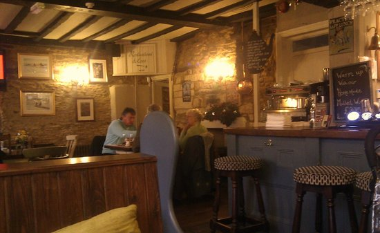 The Kings Arms Hotel: The bar in the evening..