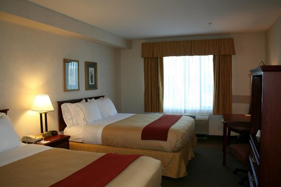 Evergreen Inn and Suites: Two Queen Bed