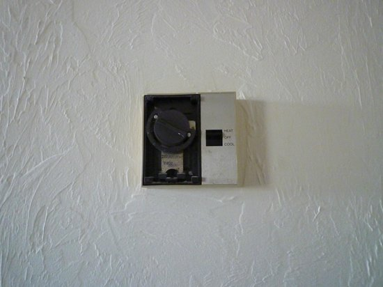 Ocean Manor Resort Hotel: this is the air conditioner controller that did not work