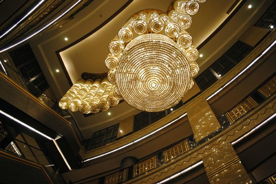 Central Hotel Shanghai: lampadari nella hall