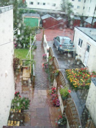 16 Charles Street: Beautiful garden view even on a rainy day