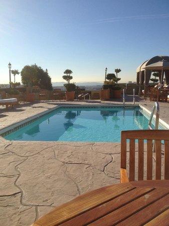 Le Montrose Suite Hotel: Rooftop pool area 