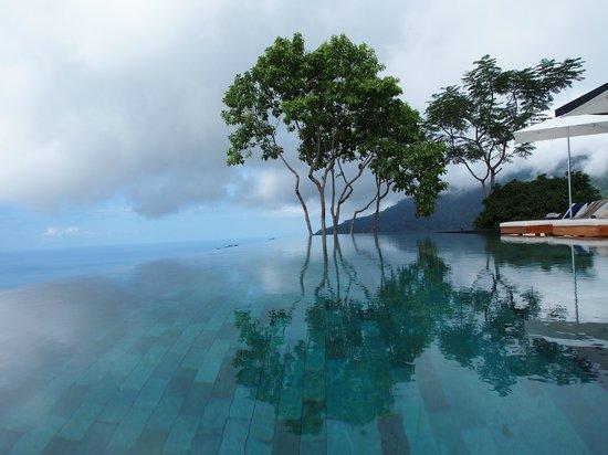 Kura Design Villas Uvita :                                     Infinity pool