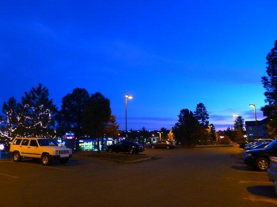 Baymont Inn & Suites Flagstaff: Parking lot