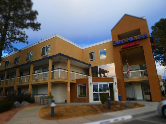 Baymont Inn & Suites Flagstaff: Main entrancer