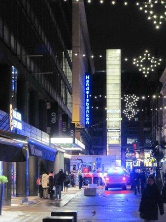 GLO Hotel Kluuvi Helsinki: Bomberos en la calle.