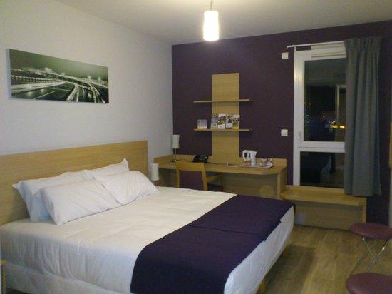 Comfort Suites Lyon Est Eurexpo : Lit King-Size