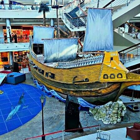 Red Sea Mall: bigest ship inside mall.???? ????? ???? ????