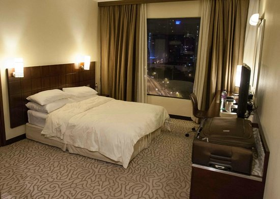 Dorsett Wanchai, Hong Kong: Single room at Cosmopolitan hotel