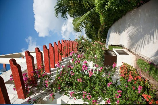 Azul Beach Resort Sensatori Mexico: Beautiful Spanish details are on some of the buildings.