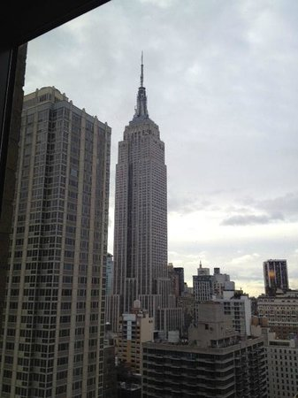 Residence Inn New York Manhattan/Times Square: Empire State from our room by day