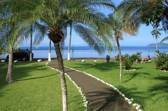Hotel Club del Mar: path from the hotel to the beach