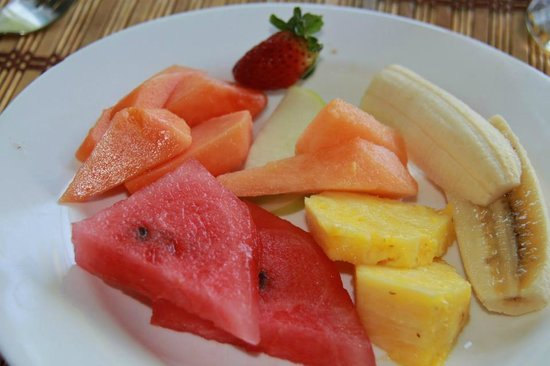 Hotel Club del Mar: fresh fruit for breakfast