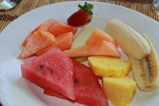 Hotel Club del Mar: fresh fruit for breakfast