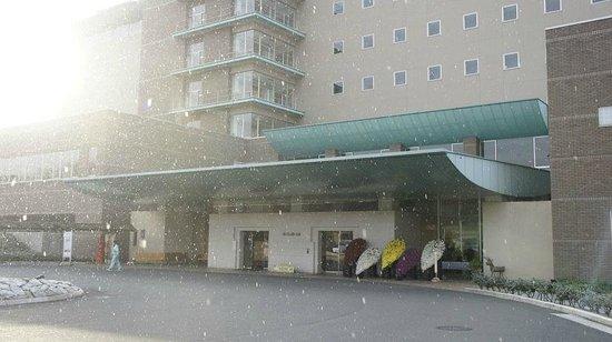 Kanpo no Sato Shobara: 正面です、この日は降雪がありました