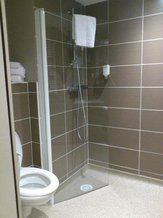 Comfort Suites Lyon Est Eurexpo : Douche italienne