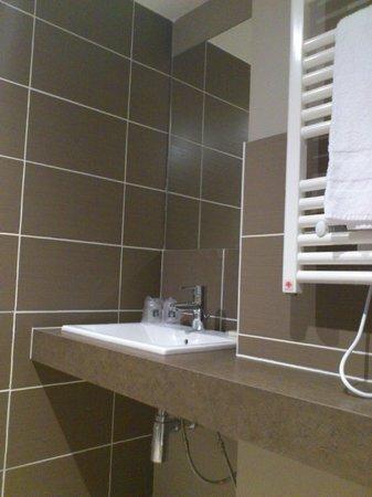 Comfort Suites Lyon Est Eurexpo : SdB