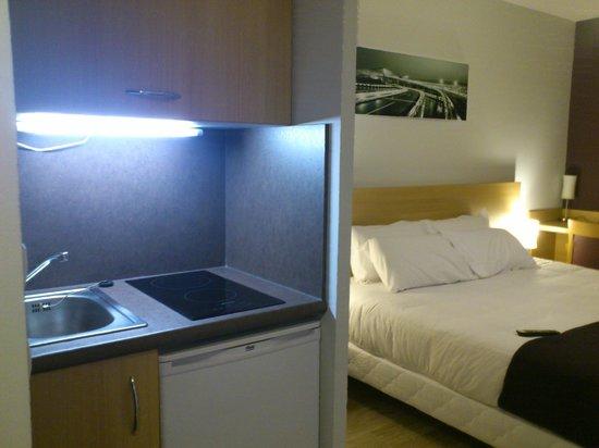 Comfort Suites Lyon Est Eurexpo : Vue depuis la kitchinette