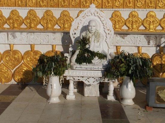 Bodhi Tataung, 巨大仏像の境内
