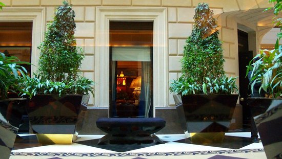 Sofitel Buenos Aires Arroyo: Detalles del Lobby del Hotel Sofitel.