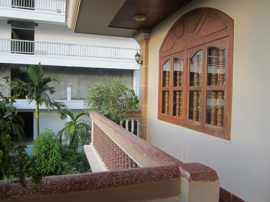 Golden Mango Inn: Balcony