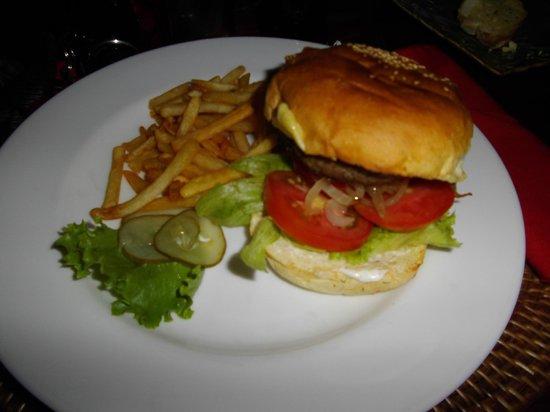 Ida Hotel: Room Service - Cheese Burgar