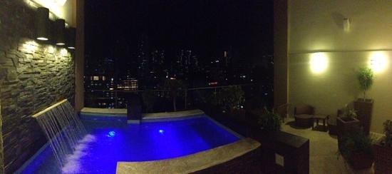 Hilton Garden Inn Panama: Whirlpool mit Blick