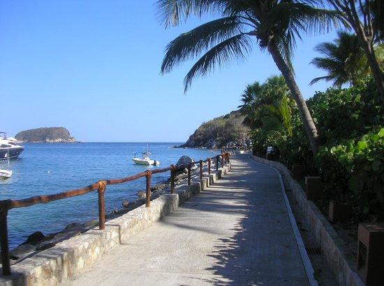 لاس بريساس هواتولكو: One of the beautiful walkways 