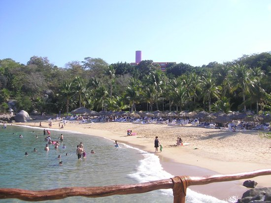 Las Brisas Huatulco: One of three crescent shaped beaches