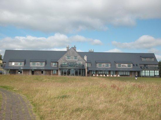 Bandon Dunes Golf Resort : Main Lodge, seen from Bandon Dunes course