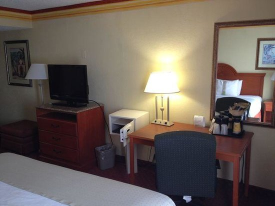 Holiday Inn Miami International Airport: Room #527