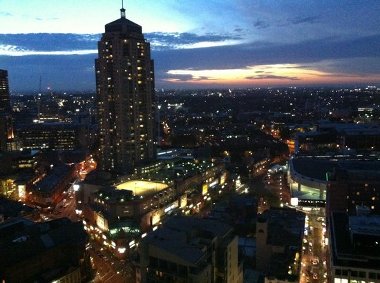Meriton Suites Campbell Street, Sydney: dusk