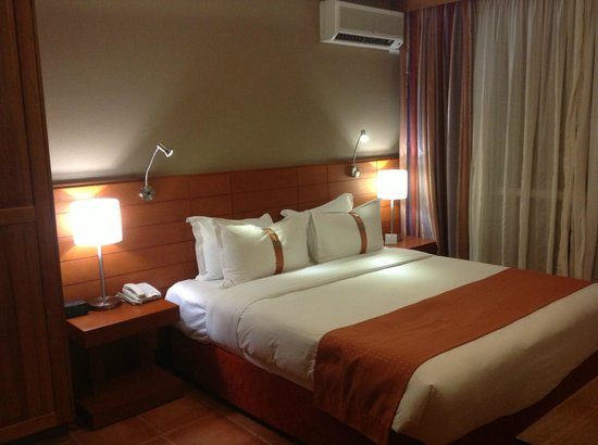 Holiday Inn Port Moresby: Fantastic Bed & Bedding - Room 406