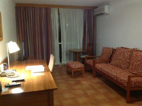 Holiday Inn Port Moresby: Living Area - Room 406
