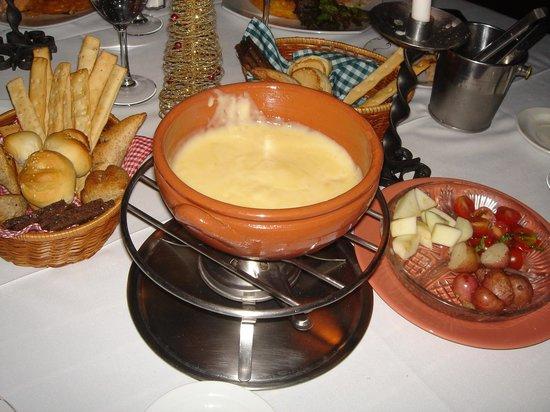 Bungalow Suizo: fondue de queso