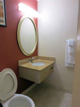 موتل 6 أتلانتا داون تاون: Bathroom Room 215