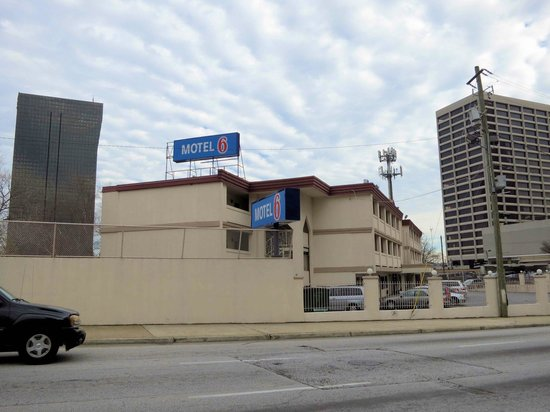 Motel 6 Atlanta Downtown: Motel 6 from Courtland Street