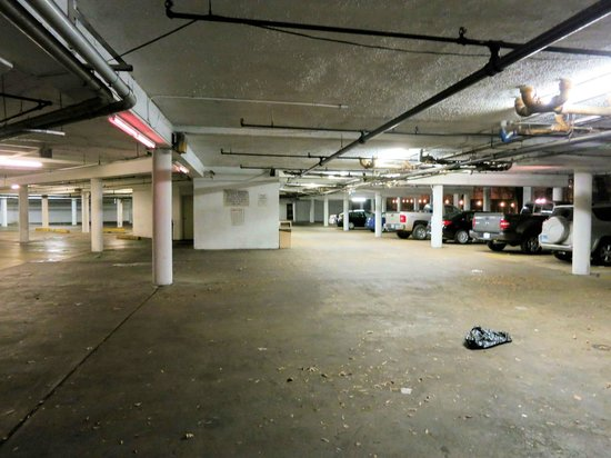 Motel 6 Atlanta Downtown: Underground parking