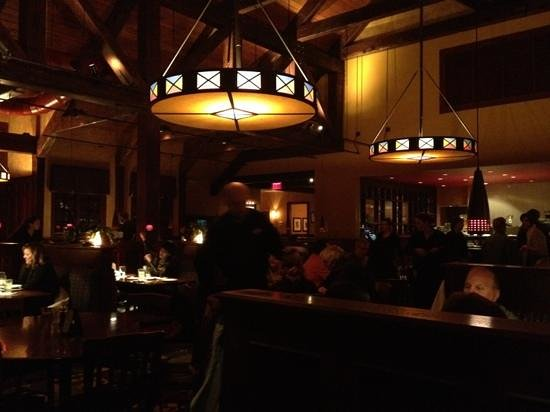 Village Tavern Alpharetta: nice modern atmosphere