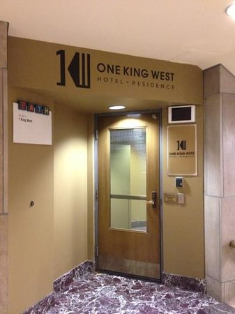 One King West Hotel & Residence: Entrada pelo PATH